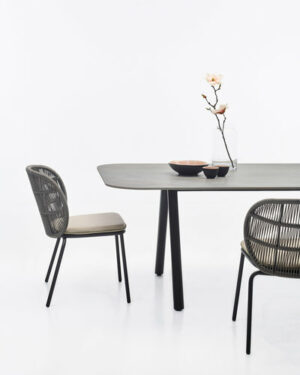 w400h500zcZCq85_vincent-sheppard-Kodo-dining-chair-and-dining-table